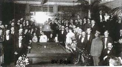 jubileum-foto van de 's-Gravere haagsche Biljartclub, die op dat moment het 20-jarig jubileum vierde. De Hagenaars waren eveneens betrokken bij de oprichting van NBB.