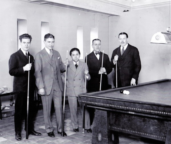 vlnr. De Belg Edouard Horemans, Welker Cochran, Kinrey Matsuyami, Willie Hoppe en de Fransman Felix Grange.