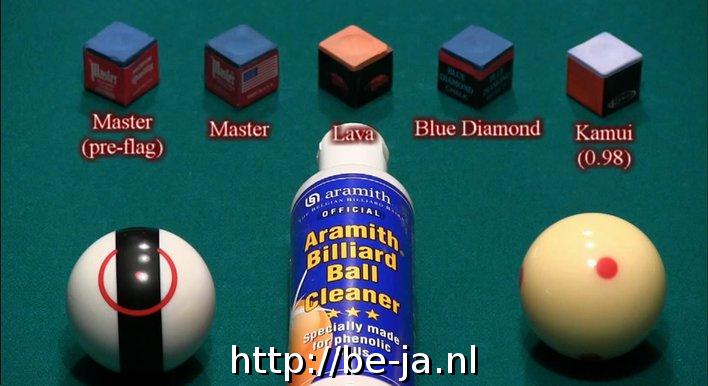 Dit zijn de vijf soorten. Voor we de testen uitvoeren worden de ballen gereinigd met Aramith Billiard Ball Cleaner.